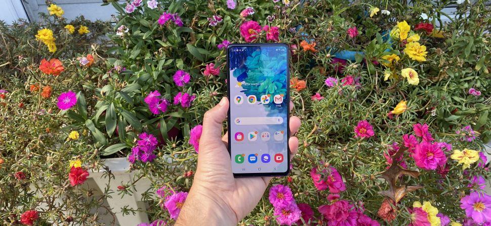 نمای کامل گوشی موبایل سامسونگ مدل Galaxy S20 FE 5G دو سیم کارت با ظرفیت 128 گیگابایت